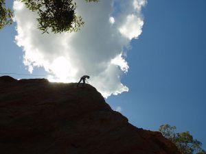 800px-Man_climbing_on_mountain